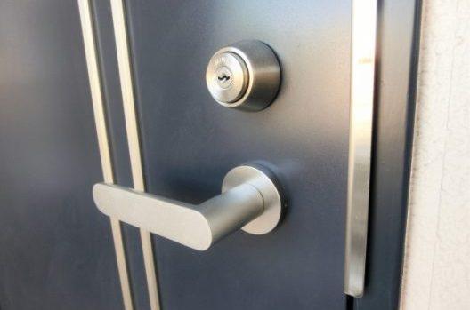 ドアの建て付けが悪くなった!改善方法と修理する際の注意点をご紹介