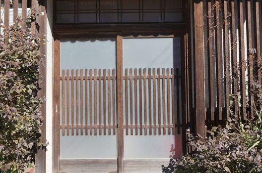 玄関ドアを引き戸に交換するメリットとは?工事にかかる費用相場